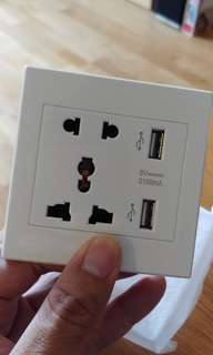 Wall Socket with Dual USB - Brand New