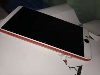 HTC DESIRE EYE  5.2 screen size 13 Mp rear camera resolution 2gb ram 2400 mAH battery capacity