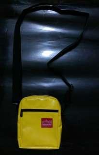 美國牌子manhattan portage 螢光黃色膠面細日字斜咩袋仔cross body bags