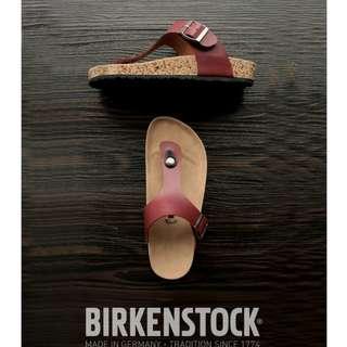 Sandal Birkenstock Wanita Jepit Maroon.