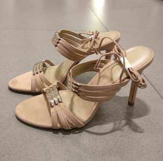 CHARLES&KEITH NUDE SEXY