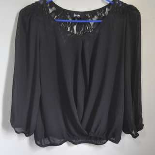 BLACK CASUAL TOP WITH LACE DETAIL