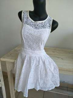 Dress Putih Cantik Manis