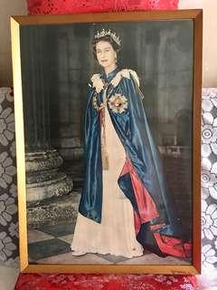英女皇懷舊木框照片 38x53cm