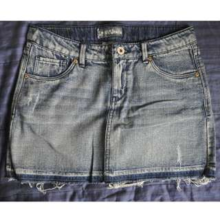 LEVI'S DENIM SKIRT LIGHT WASHED