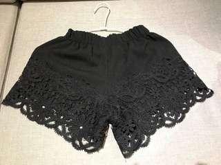 🚚 黑色蕾絲短褲