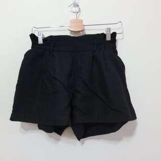 花苞棉麻黑短褲