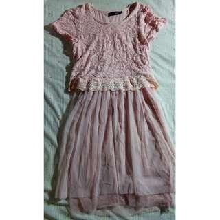 粉紅色短袖圓領拼接紗裙洋裝
