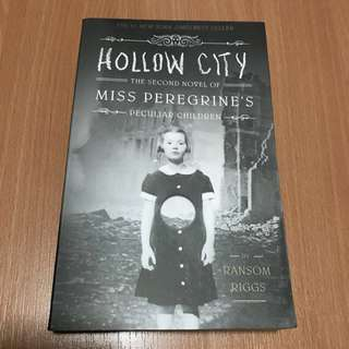 Hollow City - 2nd novel of Miss Peregrine's Peculiar Children