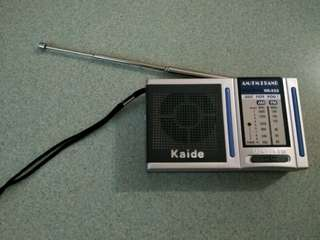 Dse文憑試收音機  $40 (收音強勁 可插耳機 )