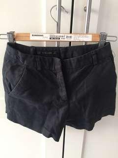 Zara黑色短褲