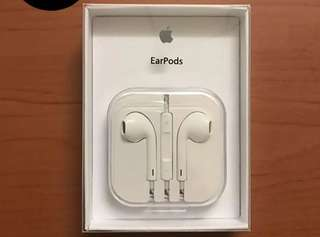 "Apple earpods for Ios and Android devices With box and manual ""Deep Bass Solid sounds"""