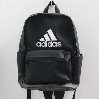 🚚 愛迪達 adidas 小後背包 黑