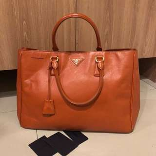 FAST SALE  Prada saffiano 35 with card and replacement db