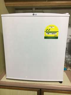 Mini refrigerator (LG GL-051SQ, 43L white built-in freezer refrigerator)