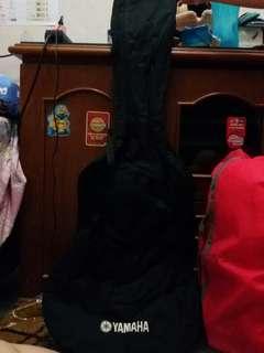 Tempat untuk menyimpan gitar