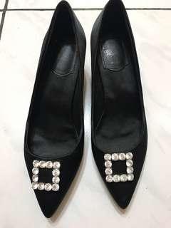 🚚 尖頭白鑽綢緞低跟鞋37