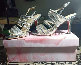 Silver High-heeled Shoes