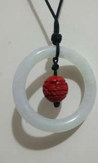白玉額內吊有木刻花圓珠手工精細 作繩吊咀戴(活動繩結,可拉大拉細)