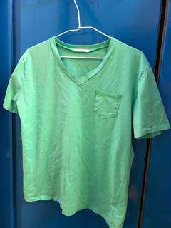 綠色短袖上衣