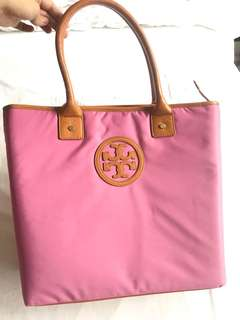Pre Loved Authentic Tory Burch Selling Low Pink Bag good as brand new smells new no flaws at all