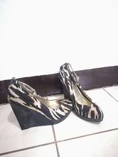 Pre🖤 Auth Guess Wedge