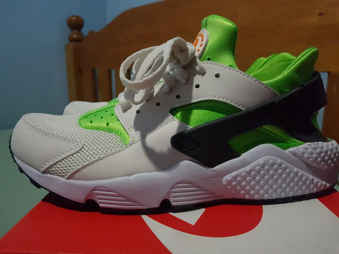 77f4c694b32 Brand new Nike Air Huarache - Action Green colourway on Carousell