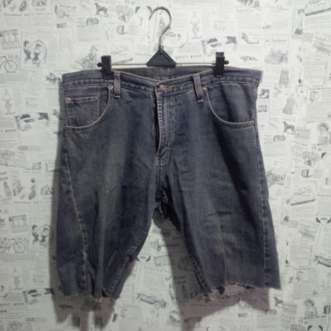 Gratis Celana Pendek Jeans Preloved Fesyen Pria Pakaian Di Carousell Cargo Burgelkill