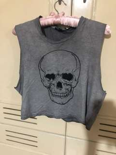 AMERICAN EAGLE OUTFITTERS GRAY SKULL CROPPED TOP