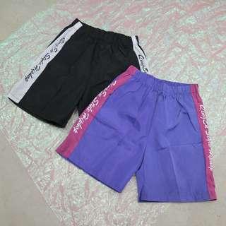 兩側英文造型中性短褲