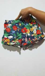 Celana Pendek Flower