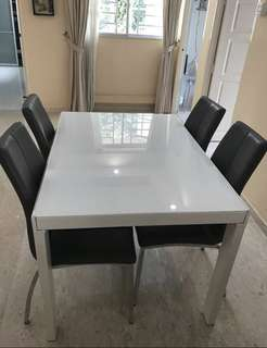 Extendable Dining table set