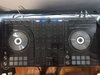 Mint Condition Pioneer DDJ-SX2 (w. Deck Protector)