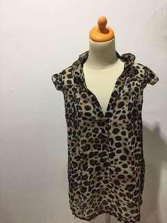 Kemeja loreng leopard