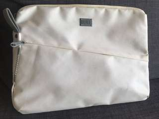 Built laptop sleeve pouch