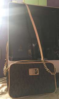 Michael Kors Sling bag with minor flaw show in the picture ,last price already