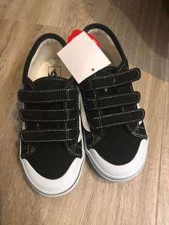 Vans休闲鞋