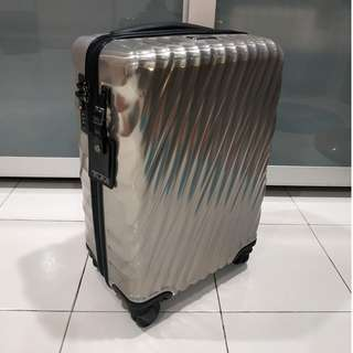 Tumi 228660SLV2 19º SILVER international Spinner Carry on Luggage Polycarbonate
