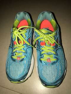 100% auth Brooks womens running sneakers size 6 like new. Srp 7k