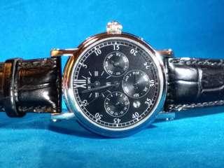 廣州牌~迪仕蒙~ 自動機械腕錶~ 備有6針複雜功能 ~ 是同系列中的高價貨~ 現特價發售, 全新,有盒,有紙,有吊牌。採用自家機芯, 請參閱下面品牌故事。