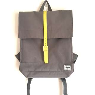 🚚 Herschel 素色翻蓋後背包  筆電包 螢光黃x淺灰色 studio系列