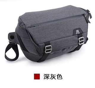 🚚 【Q夫妻】 Camera bag 單反攝影包 相機包 防潑水 多功能隔板 休閒單肩包 深灰色 #BA0004-2