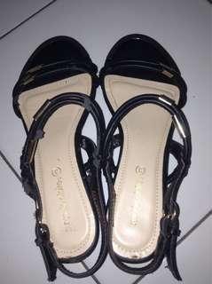 Sepatu / heels hitam MARIE CLAIRE