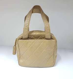 Preloved Chanel handbag beige lambskin ghw | bag and replacement dustbag |
