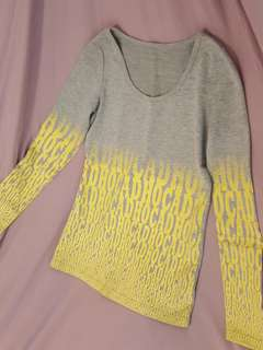 🚚 螢光黃文字修身長袖灰T恤