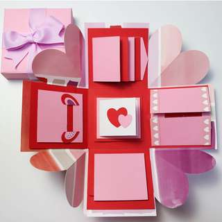 🚚 Retro Pink Explosion Gift Box