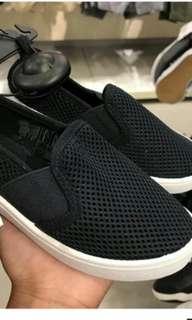 Sepatu anak laki laki