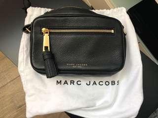 Marc Jacobs 真皮全新黑色留蘇斜背袋 側咩袋 斜咩袋