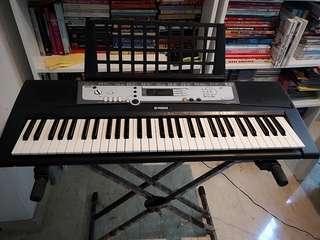 Yamaha PSR-E213 Electronic Keyboard