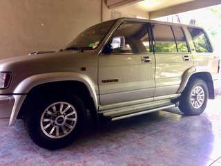 Isuzu Trooper Skyroof Edition